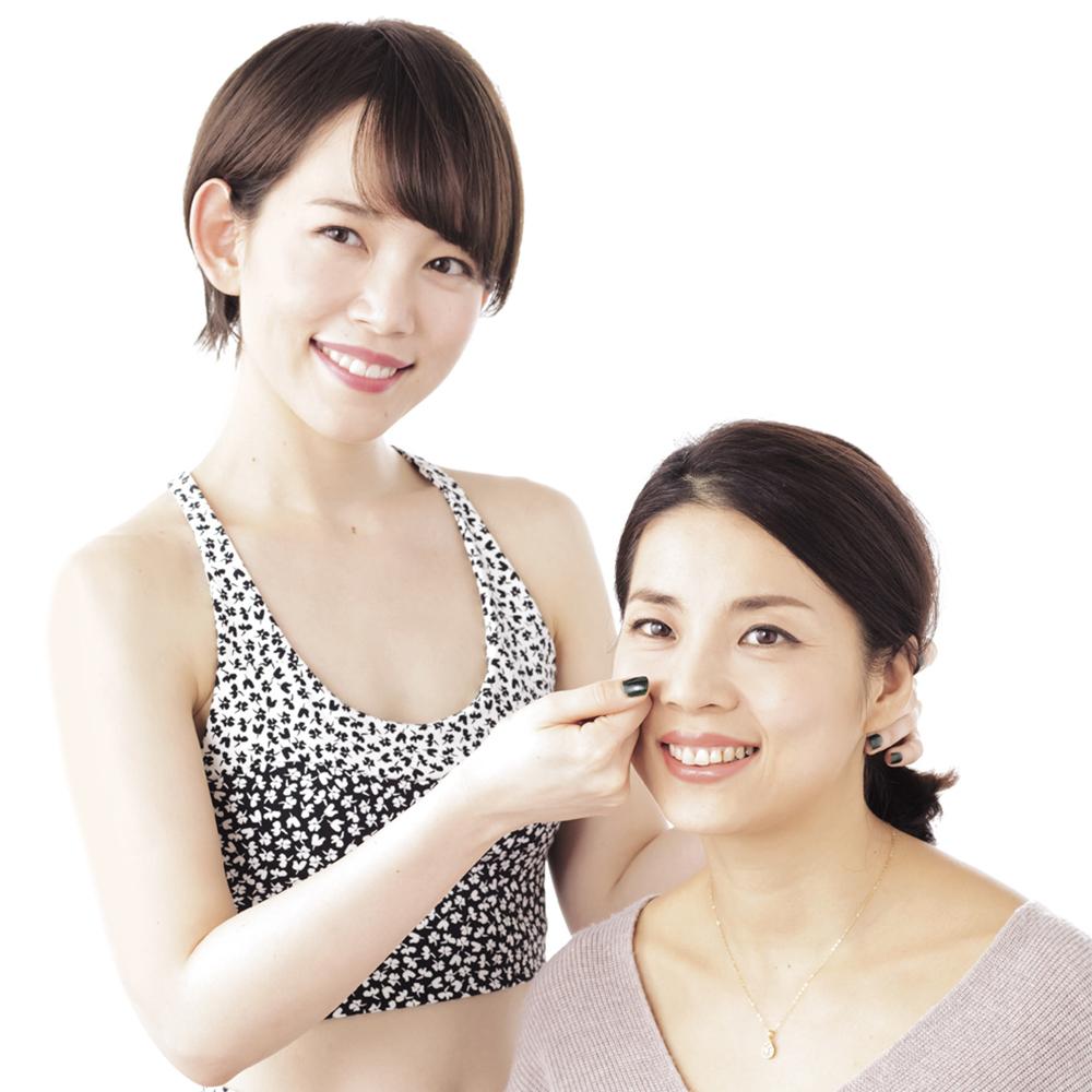 本島彩帆里さんの「たるみを上げる!」顔筋トレ動画