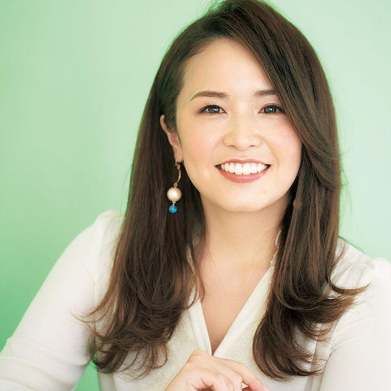 【40代の2020年最新髪型】斜めバングス&外はねの甘辛ミックス【ロングヘア】