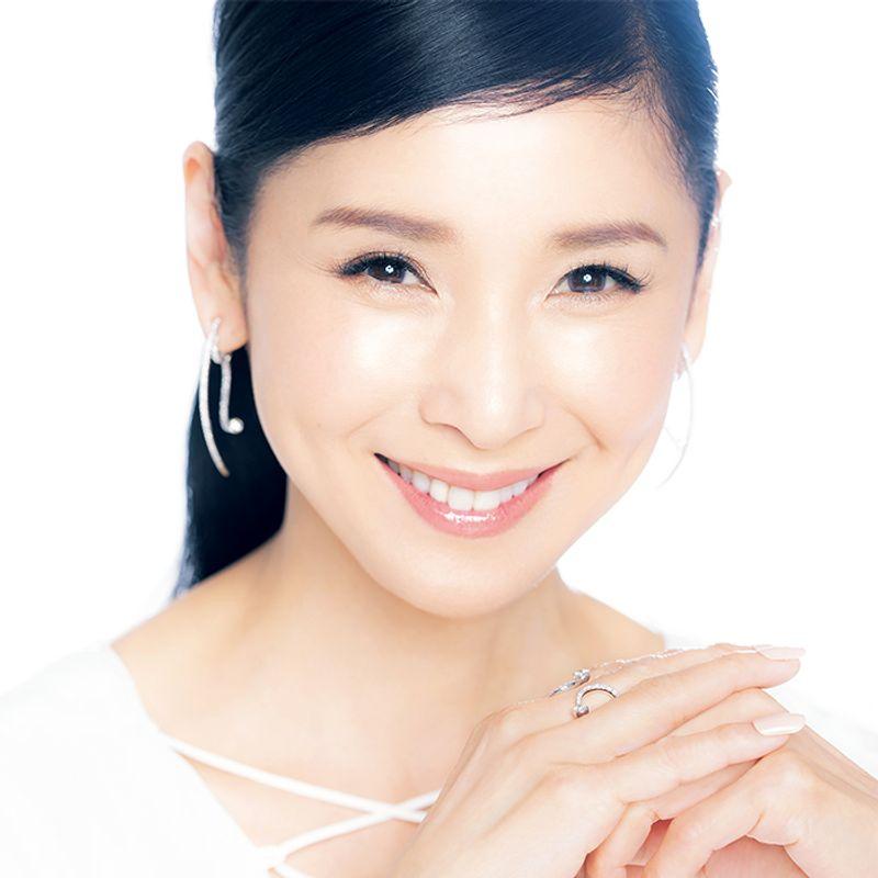 【ALL私物】女優・黒木 瞳さんの余裕綽々美容|徹底保湿・UV対策・フットケア