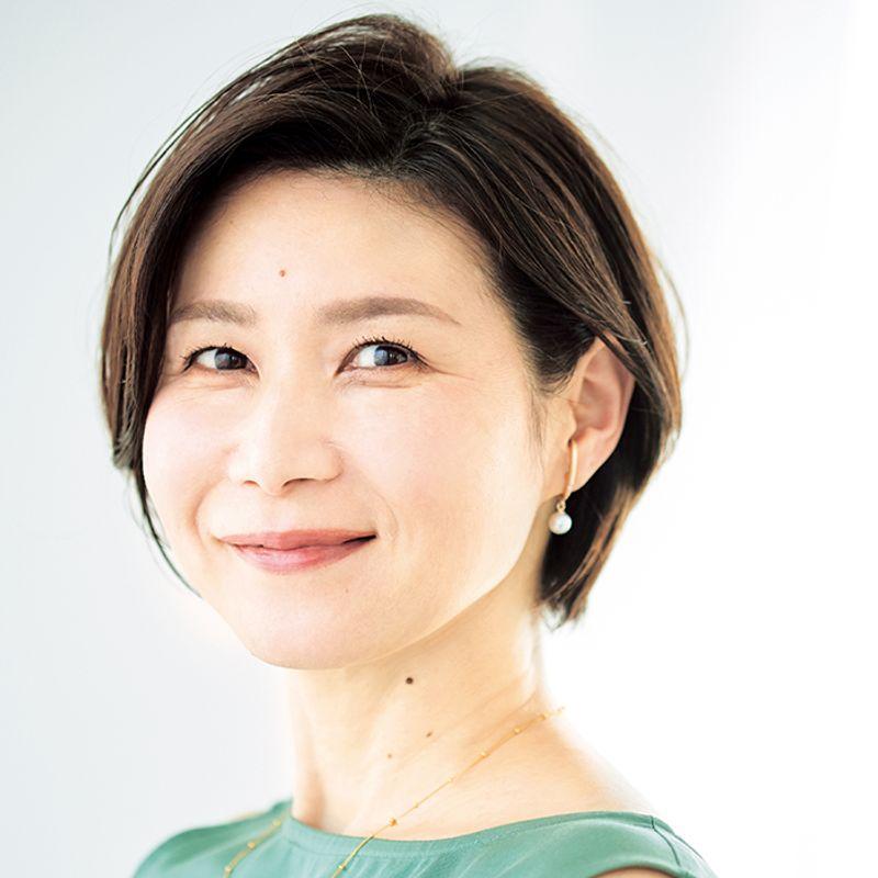 【40代の2021年最新髪型】四角い顔をカバーするひし形ショート【ショートヘア】