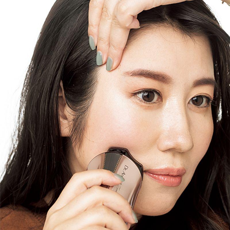 美顔器の効果はある?  コロコロからデンキバリブラシまでプロ推奨の人気の美顔器やおすすめの使い方も徹底解説
