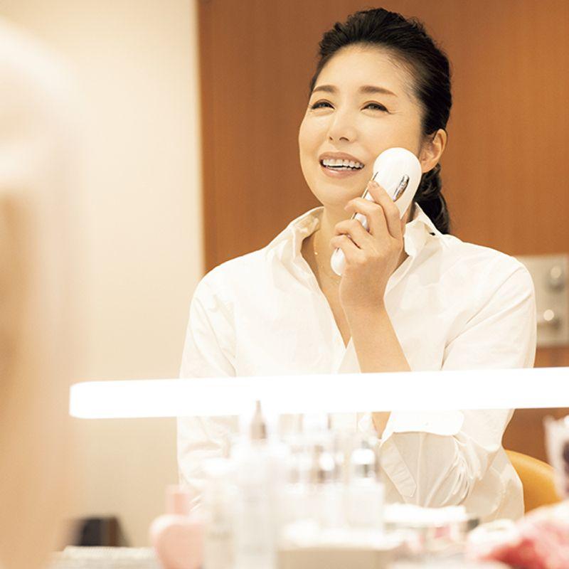 女優・高橋ひとみさん(59歳) 美しいロングヘアは10年以上、同じシャンプーで