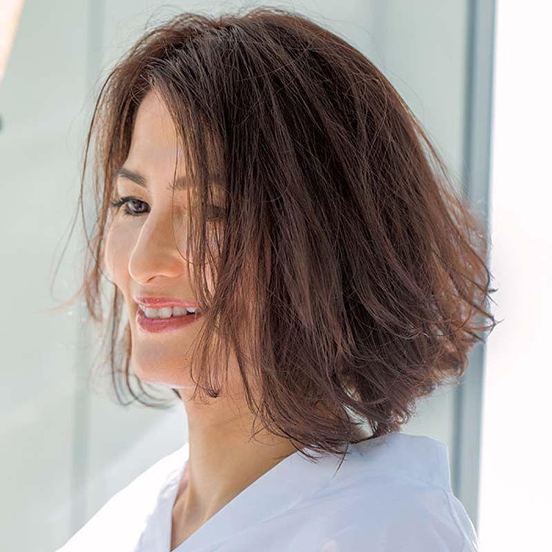 【40代の2019-2020年秋冬最新髪型】輪郭をカバーするエアリーボブ【ミディアムヘア】