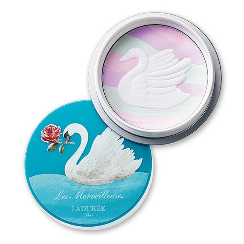 白鳥の羽根のように光を透かして繊細に輝く貴婦人肌パウダー Les Merveilleuses LADURÉE シルキー プレストパウダー