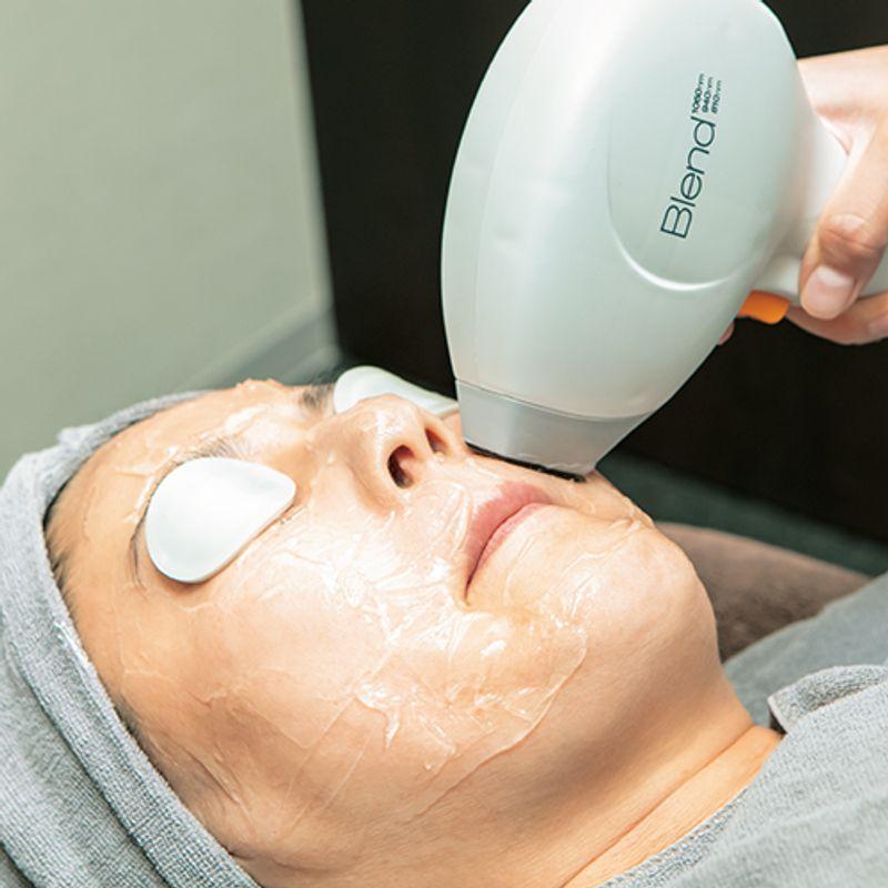 40代の顔の毛問題解決!【まつエク&顔脱毛】でメーク映えするすっぴん肌テクニック