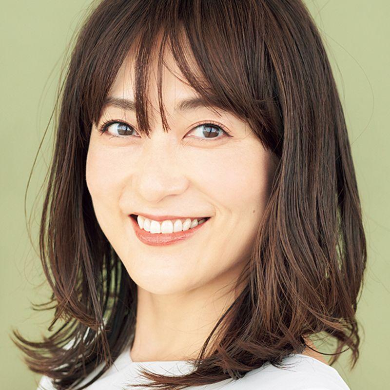【40代の2020年最新髪型】華やかさが増す立体ニュアンスヘア【ミディアムヘア】