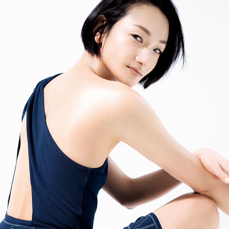 冨永愛さんの美ボディに習おう!モデルエクササイズ【くびれトレーニング編】