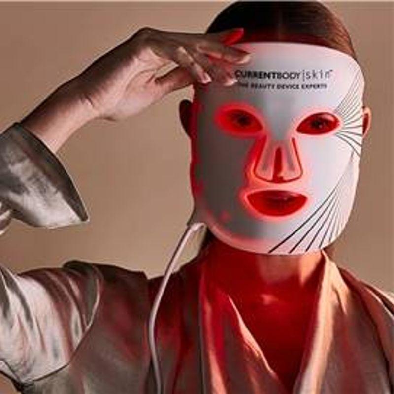 """海外セレブも虜! LEDが肌を救う!! 細胞から美しくなる""""光る美顔マスク"""""""