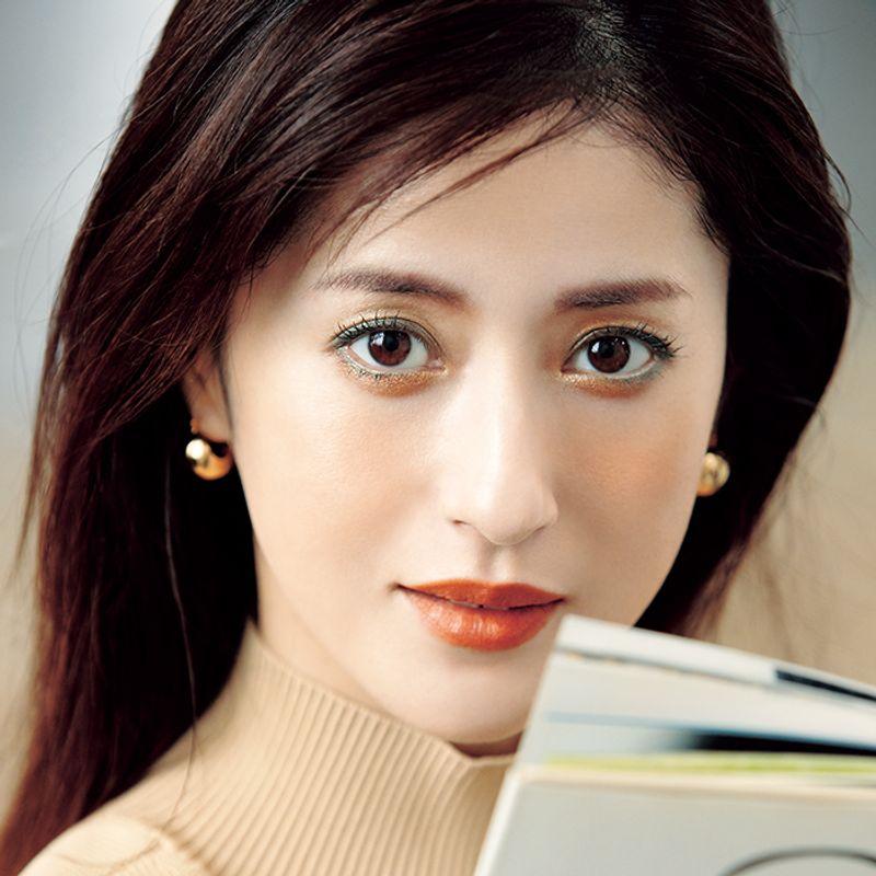【40代の秋メーク】白目と肌をキレイに見せるカラーシャドウはこの色しかない!