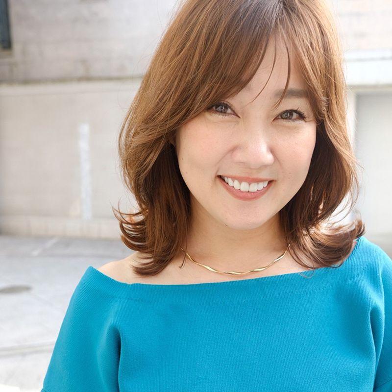 【40代の2021年最新髪型】ふんわり小顔になれる韓国風外ハネミディアム|大人の週末ヘアカタログ