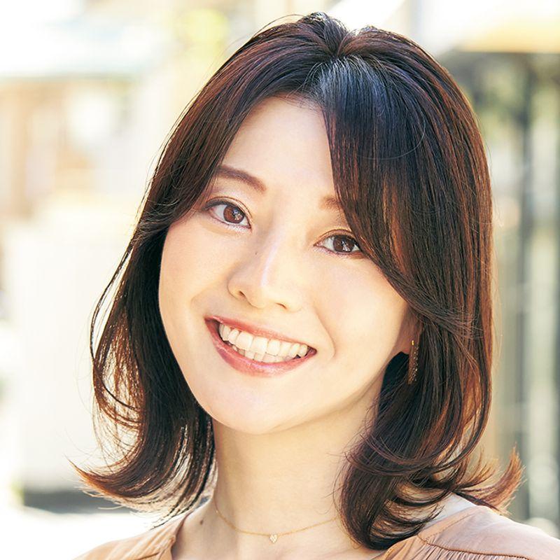 【40代の2021年最新髪型】「うねり」を「ふんわり感」に変える上品レイヤーボブ