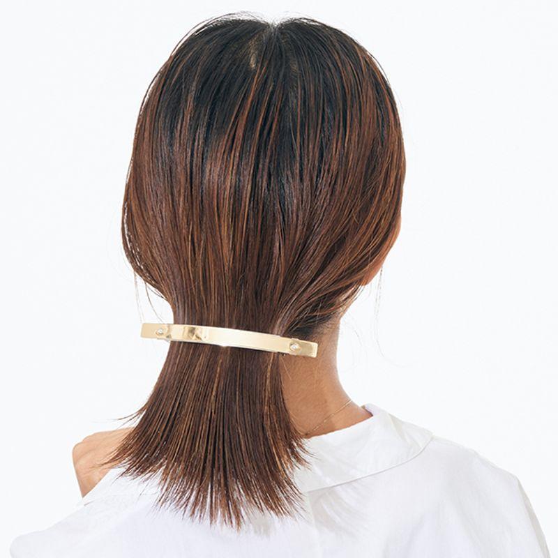 【夏の若見えまとめ髪|ボブ編】生活感のでないボブのひっつめヘアには流行の細身バレッタが使える!