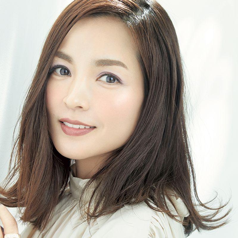 千吉良恵子さんが教えます!春の目元にローラメルシエのライラックアイで大人の【抜け感メーク】