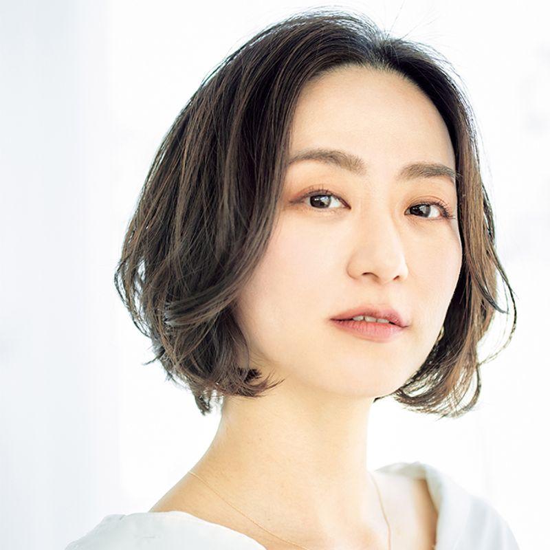 【40代の2021年最新髪型】首が細く小顔効果抜群!ミックスカールボブ【ショートヘア】