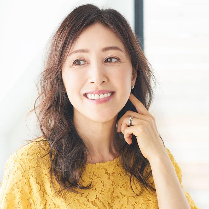 【40代の2020年最新髪型】目尻のシワをカバーするこめかみアレンジ【ロングヘア】