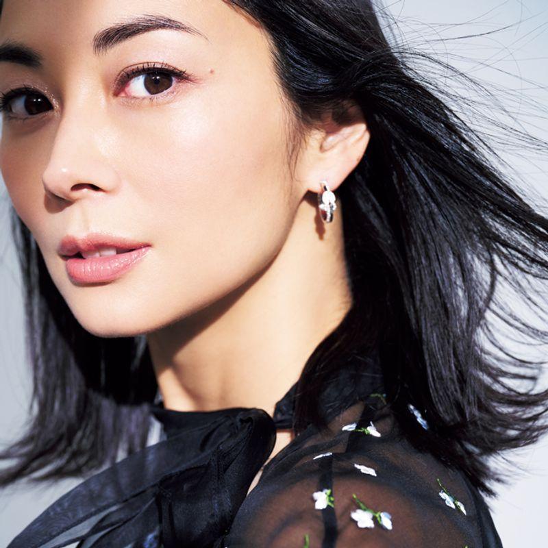 女優・伊東美咲さん「数年後の自分を描きながら美容しています」綺麗を作る愛用品18品