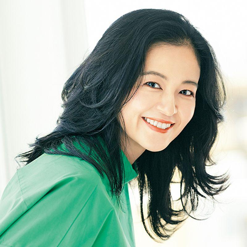女優・黒谷友香さんが大人の髪悩みを強みにかえる、今っぽい秋ヘアにトライ