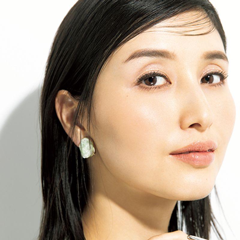 橋本マナミさんもさらにパッチリ♡【グリッターシャドウ】で40代のちんまり目解消!