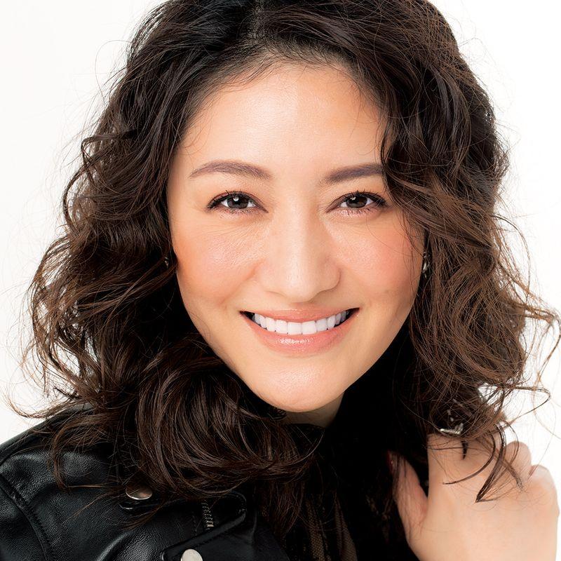 動画でわかる!岡野瑞恵さん伝授のベースメークで40代、50代にありがちな、顔だけコンサバメークを脱却
