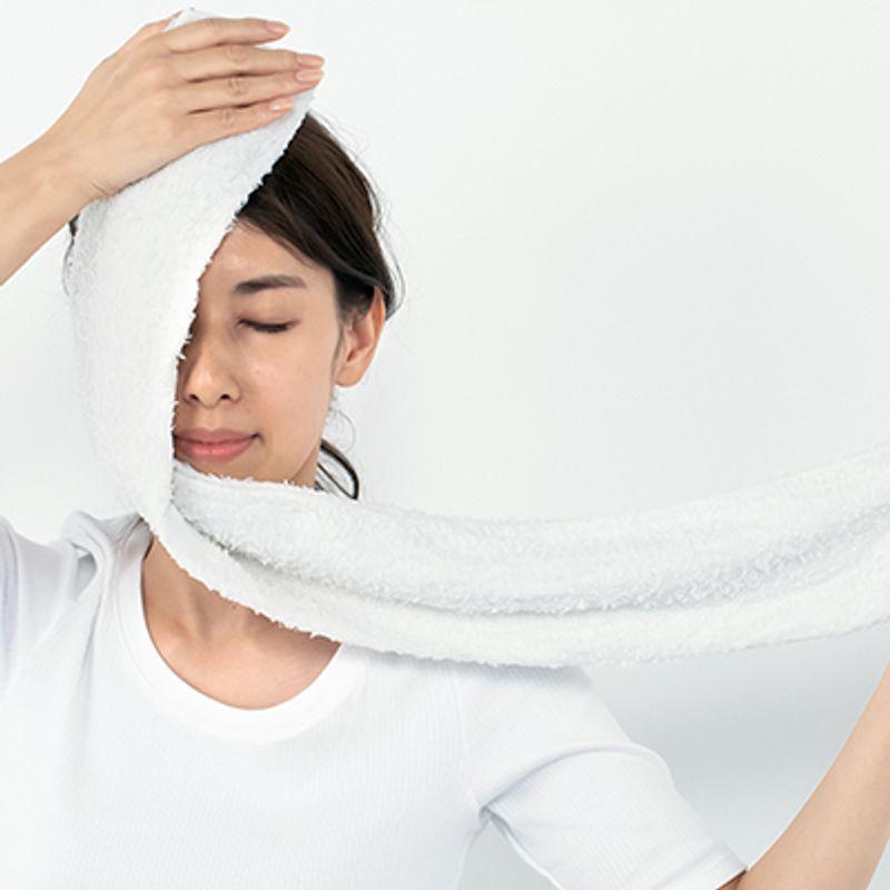 皮膚科医推奨!美白美容液の効果をさらに上げる【蒸しタオル】美容法