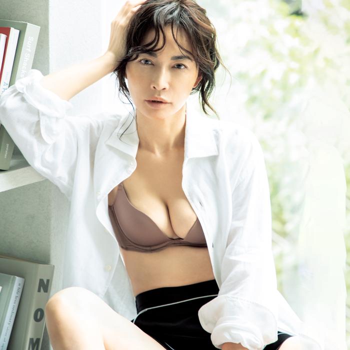 長谷川京子さんのバストケア「バストは手をかけた分だけ変わります」 | 美ST ONLINE | 美しい40代・50代のための美容情報サイト